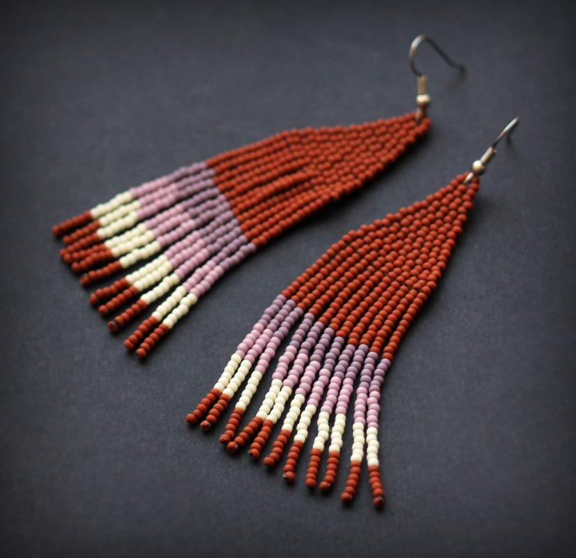 оригинальный подарок девушке ручной работы купить стильные серьги из бисера с бахромой