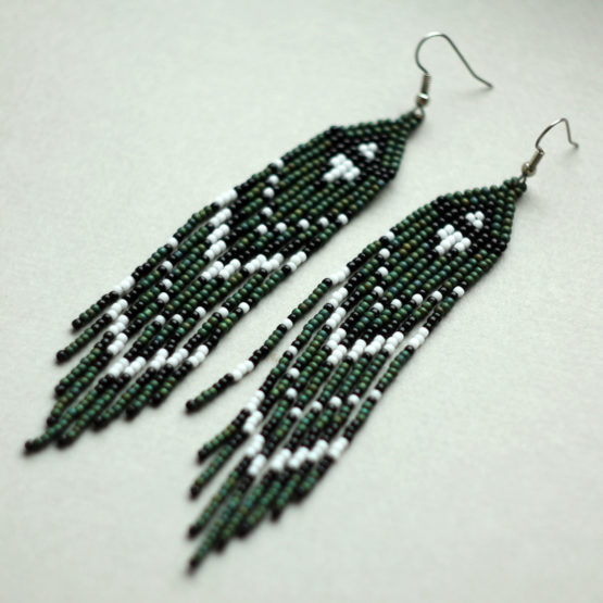 купить темно зеленые бисерные длинные висячие серьги в стиле бохо