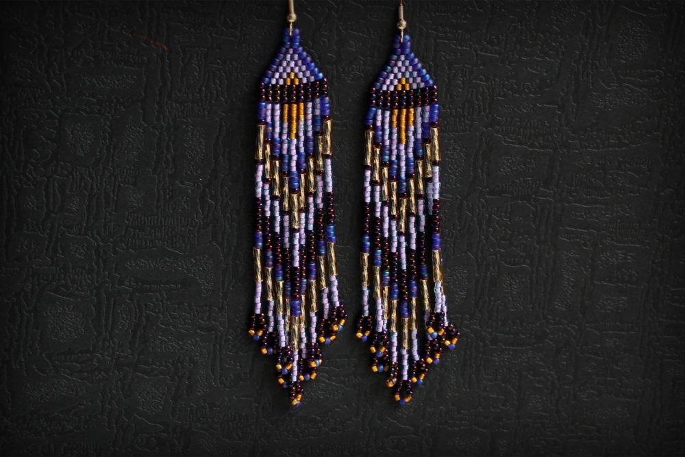 фиолетовые украшения висячие серьги из бисера