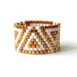 Широкое современное кольцо из бисера