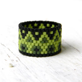 купить широкое зеленое кольцо ручной работы