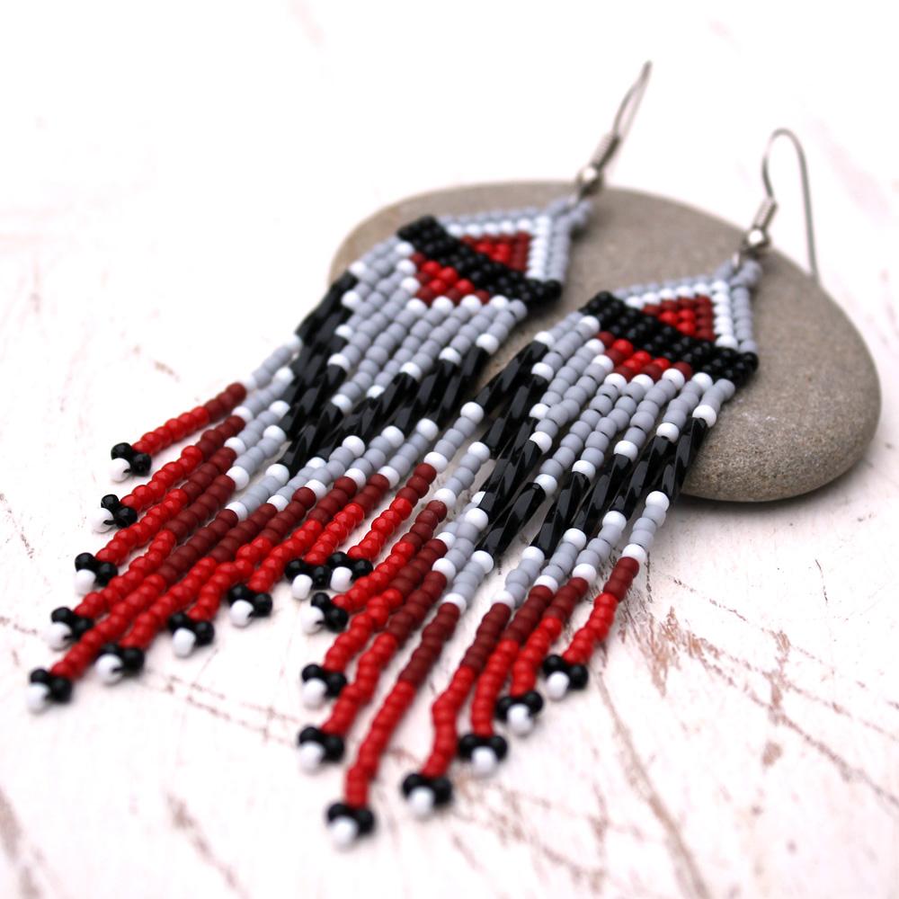 ть красивые длинные серьги Бижутерия серые с красным