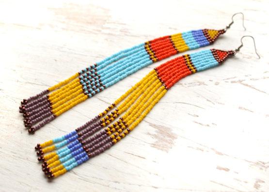 Разноцветные серьги в стиле этно