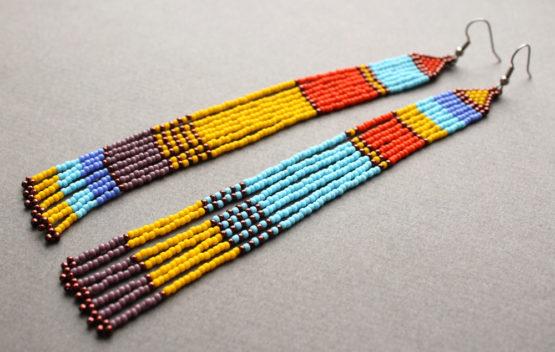 разноцветные серьги разные в паре