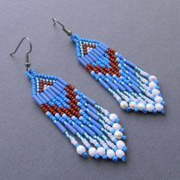 Стильные голубые серьги из бисера