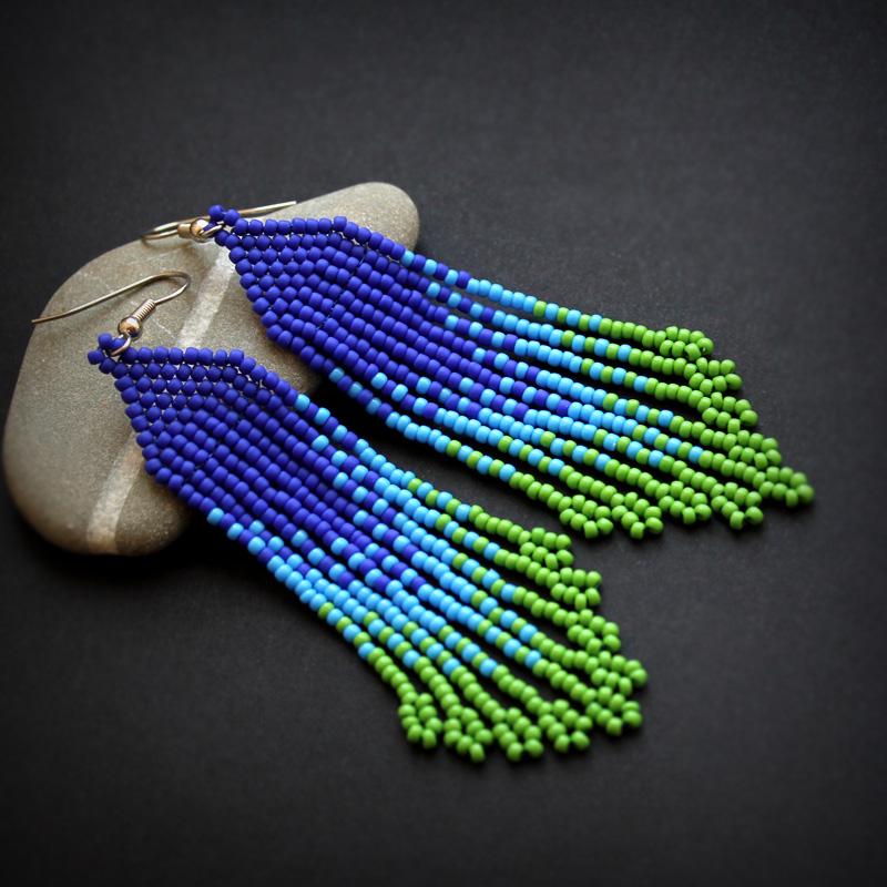 Длинные сине-зелёные серьги из бисера