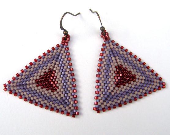 Крупные лиловые серьги-треугольники