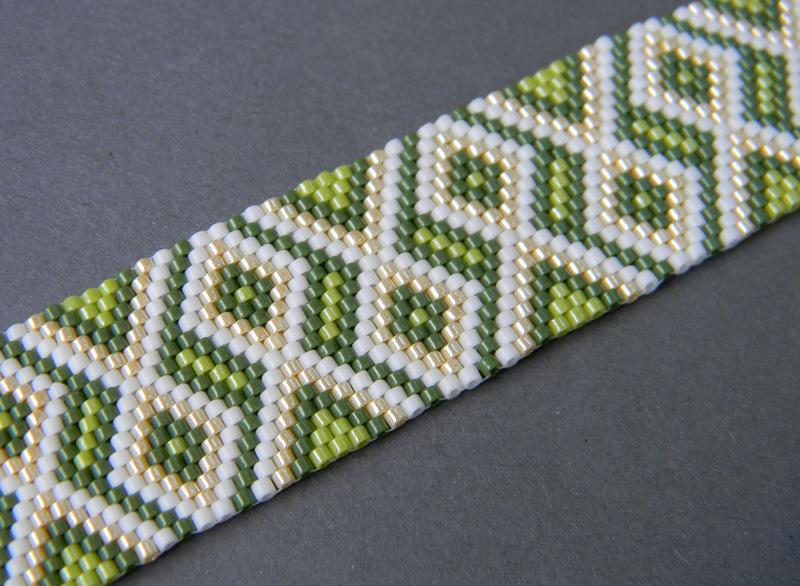 зеленый браслет фото