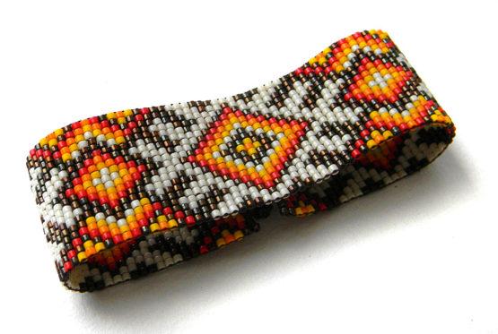 необычный этнический браслет ручной работы