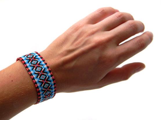 авторский браслет из бисера на лето купить разноцветные браслеты на руку