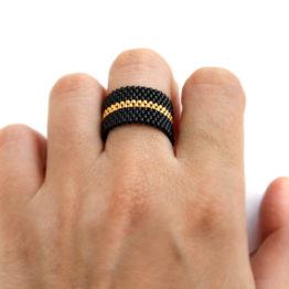 черное кольцо из необычных материалов