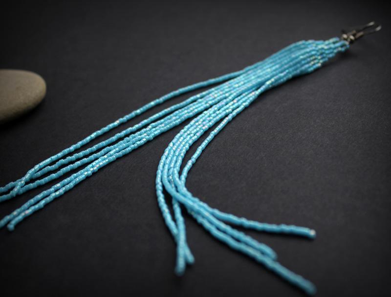 длинные висячие сережки голубого цвета