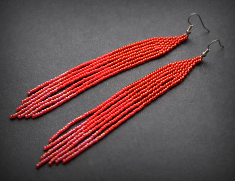 очень длинные красные серьги