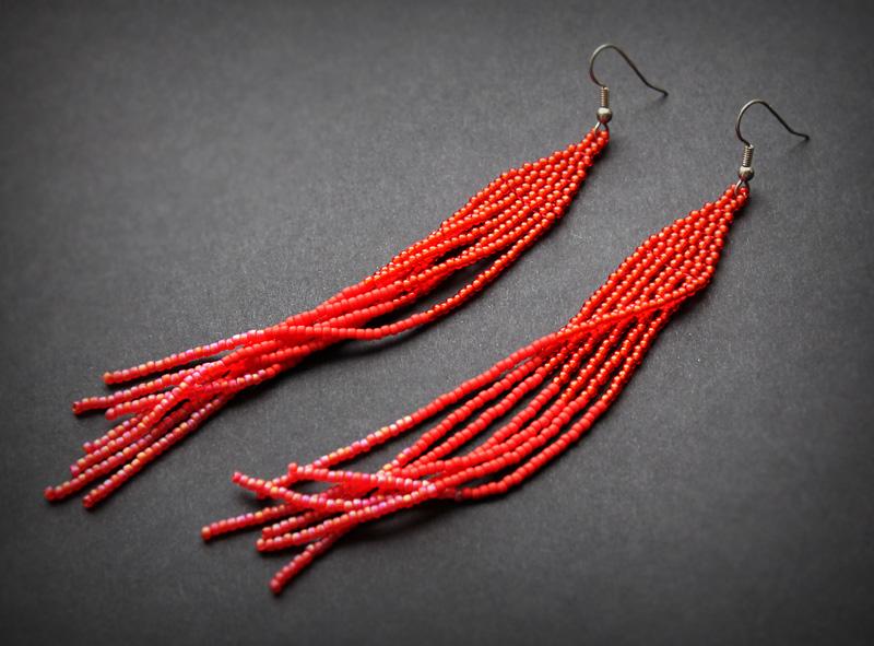 длинные красные серьги висячие к платью