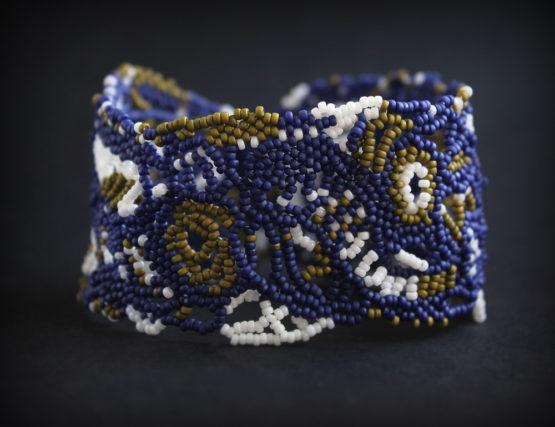 купить широкий синий браслет ручной работы из бисера