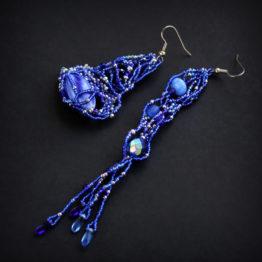 Синие асимметричные серьги из бисера