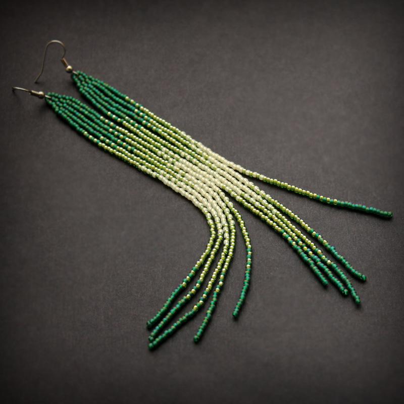 купить длинные серьги из бисера под зеленые глаза