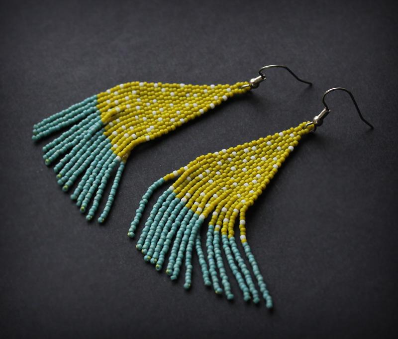 купить оригинальные сережки ручной работы из бисера с бахромой