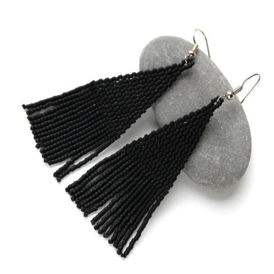 купить длинные черные висячие серьги из бисера с бахромой от автора