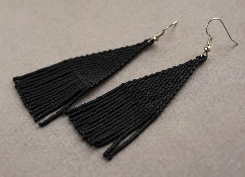 купить черные готические серьги из бисера длинные черные сережки