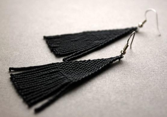 купить длинные черные серьги из матового бисера онлайн