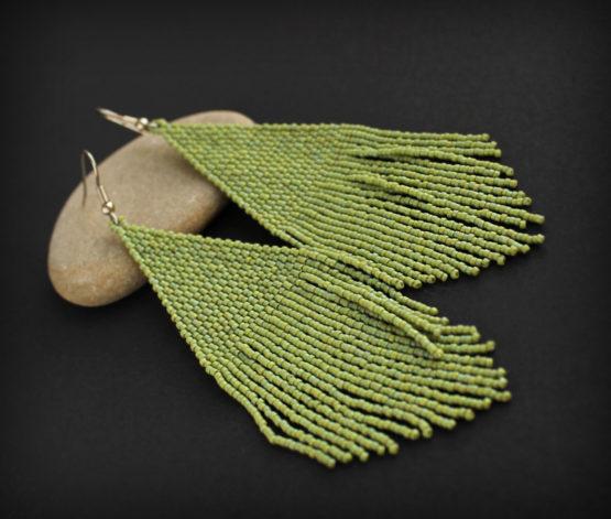 купить Крупные висячие серьги из зелёного бисера интернет магазин
