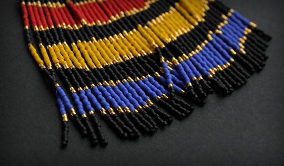 крупные длинные серьги из бисера с бахромой купить