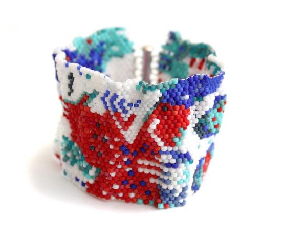 купить широкий красочный браслет из бисера