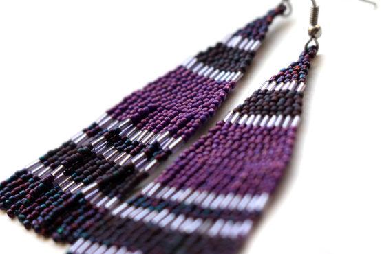 идеи оригинального подарка подруге купить Длинные фиолетовые серьги из бисера ручной работы в подарок подруге на 25 лет