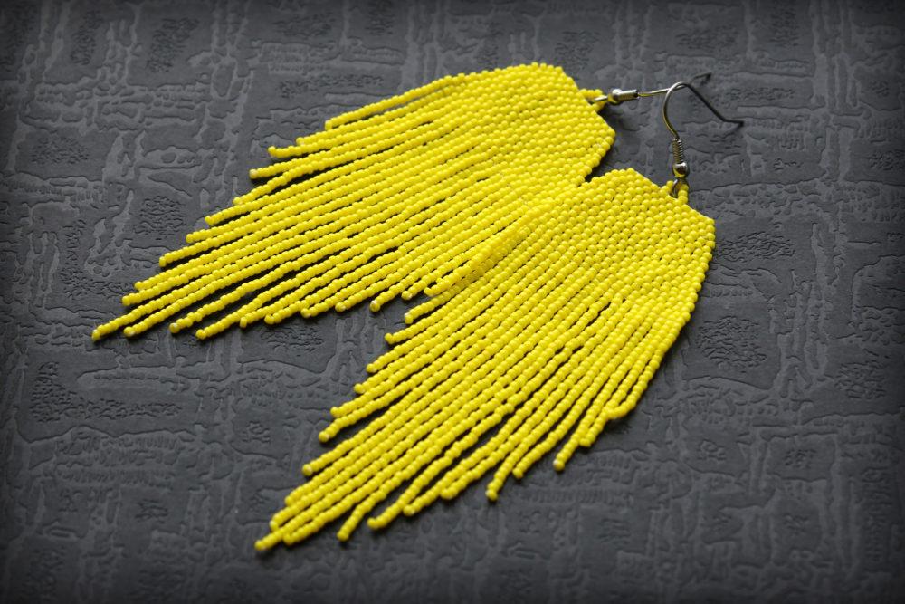бижутерия к желтой кофточке оригинальные сережки из бисера