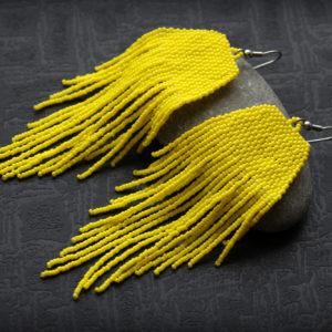 длинные желтые серьги из бисера в этно-стиле