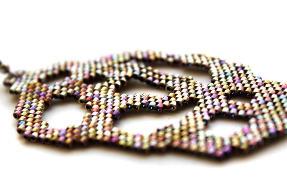 одна серьга в ухо купить современные украшения из бисера