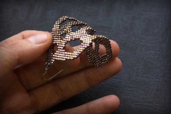 одна сережка в ухо купить украшения из бисера шикарные