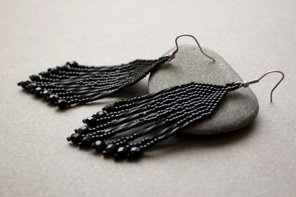 черные сережки фото большие черные сережки из бисера
