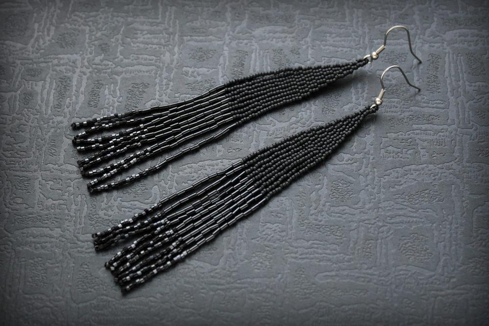длинные черные сережки