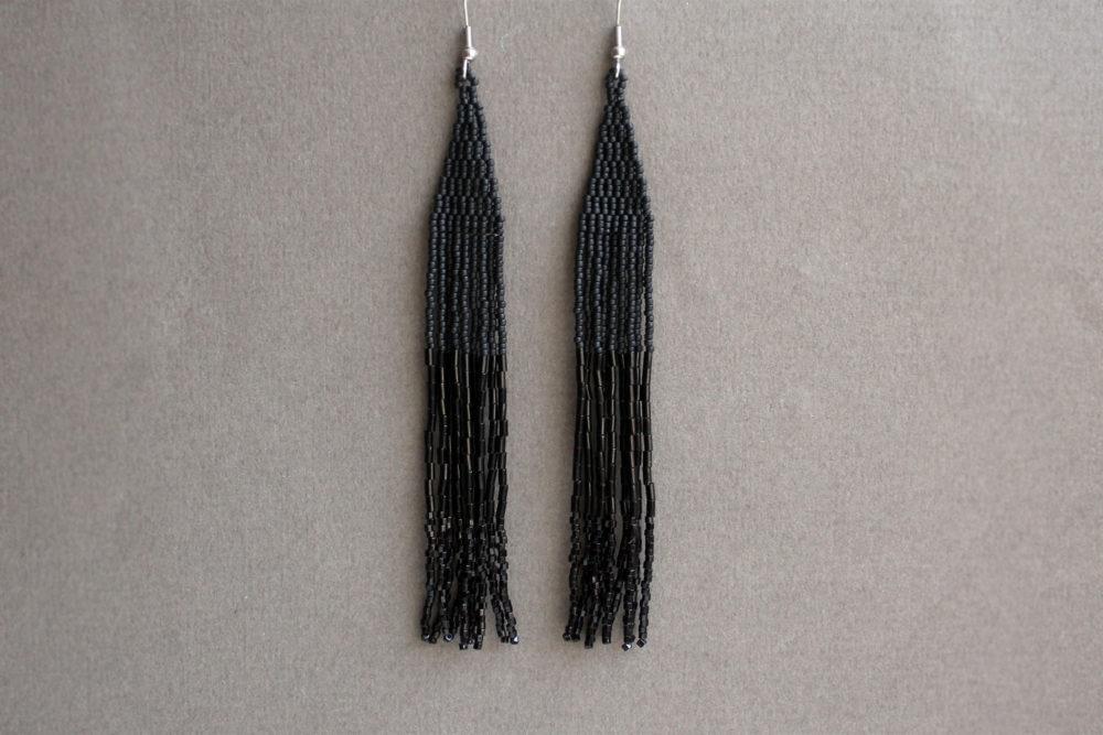черные серьги длинные