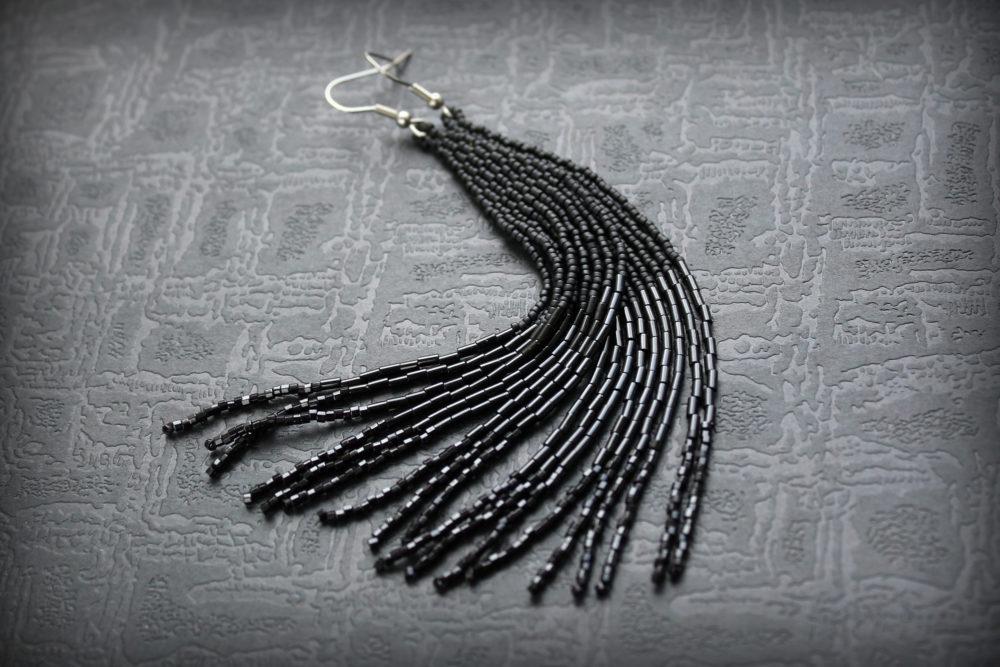висячие черные сережки
