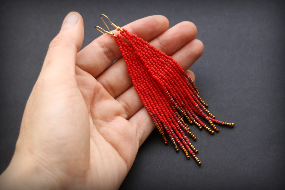 сережки красные