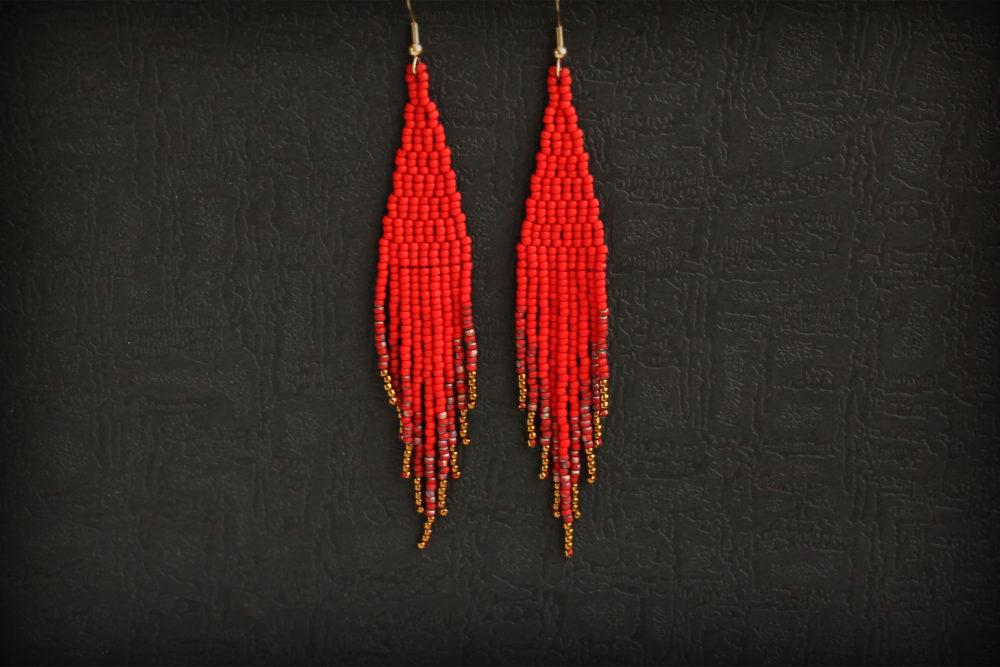длинные висячие сережки красного цвета