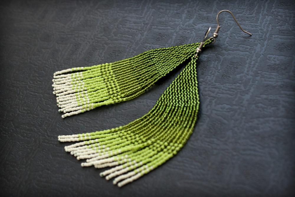 сережки зеленого цвета