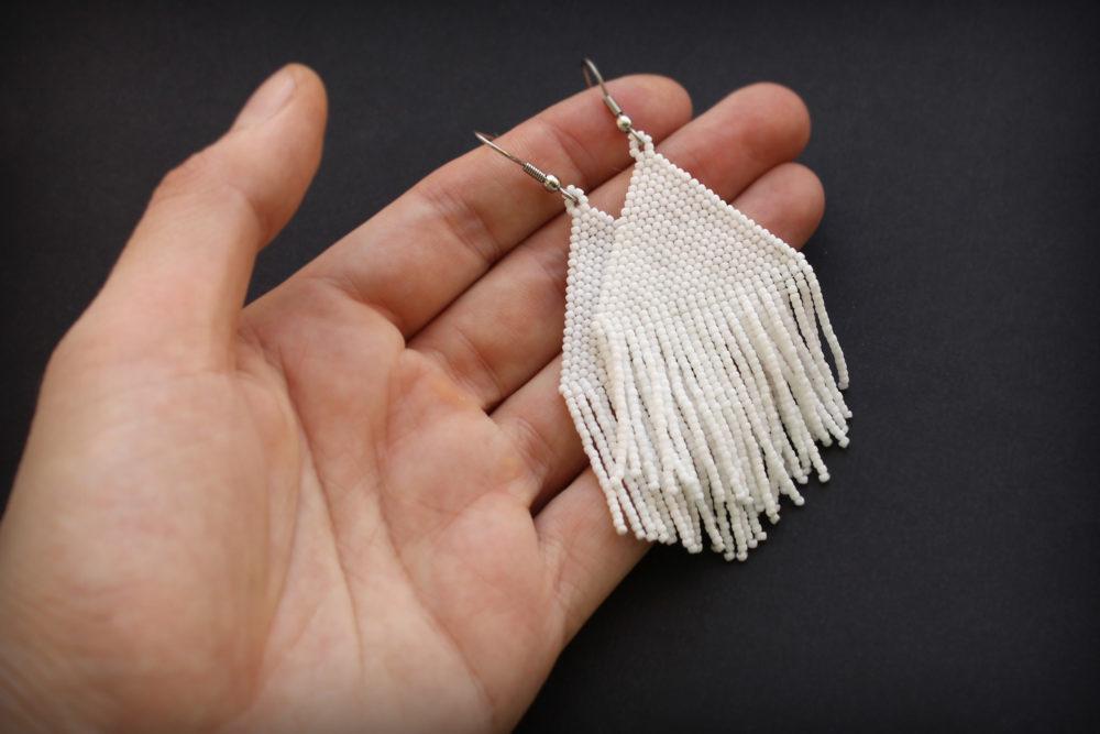 купить белые висячие сережки ручной работы