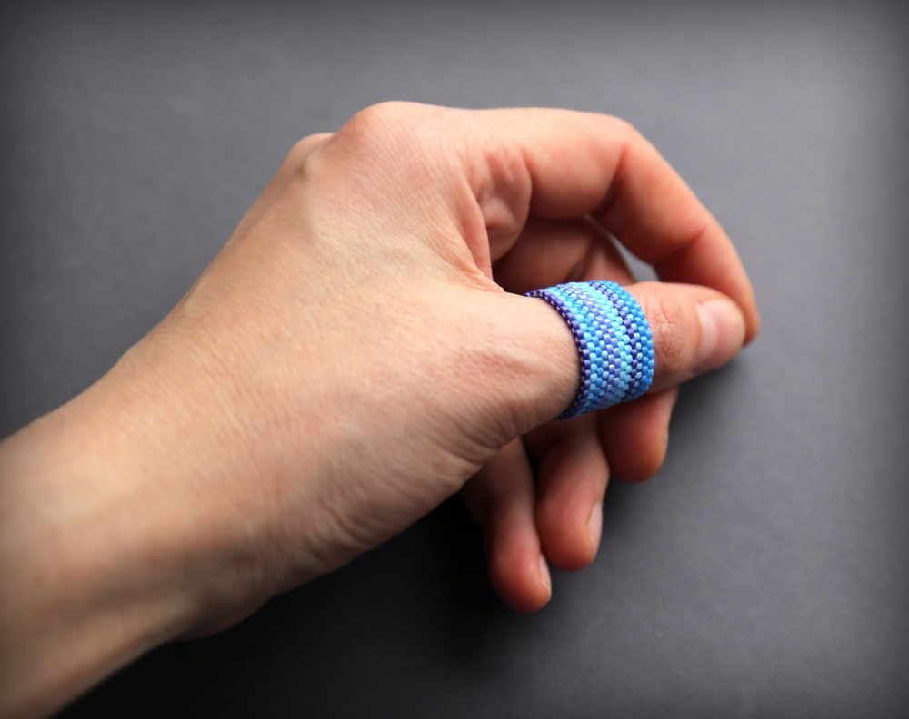 купить кольцо на палец синего или голубого цвета