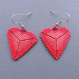 красные серьги в виде сердца