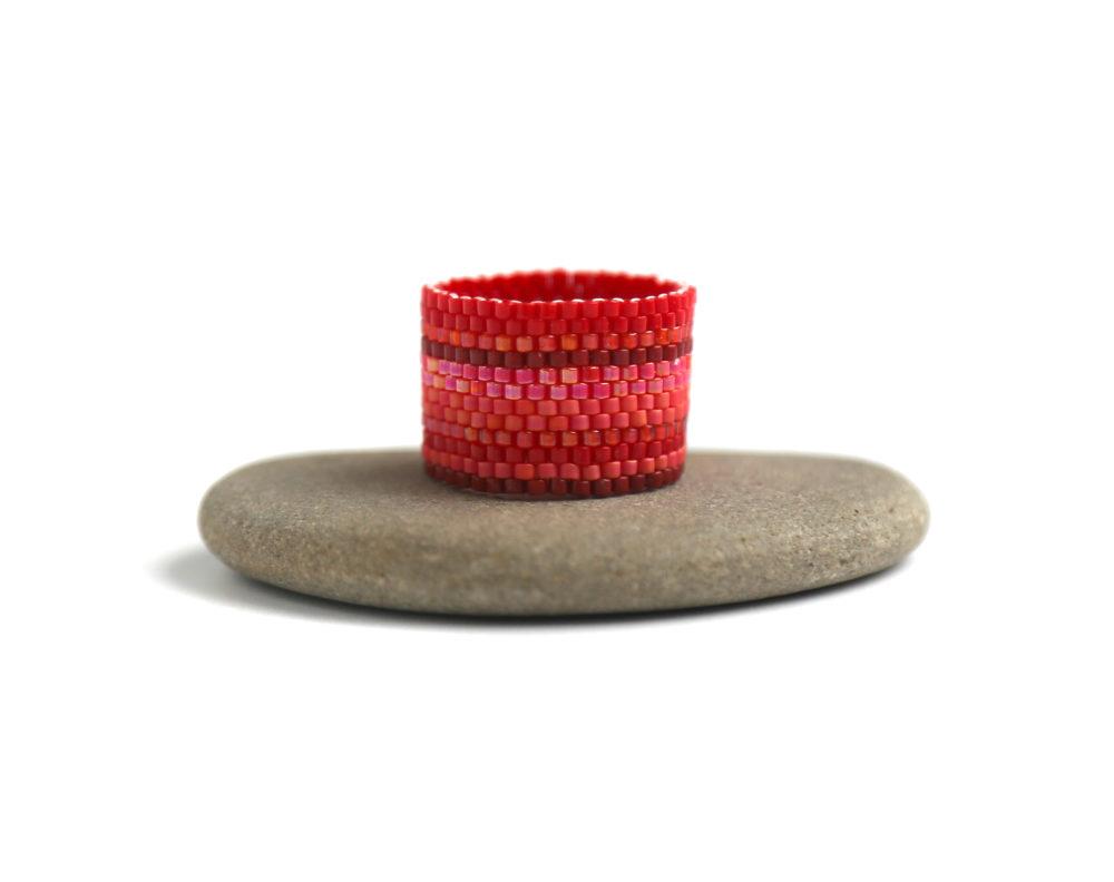 широкое кольцо красного цвета бижутерия