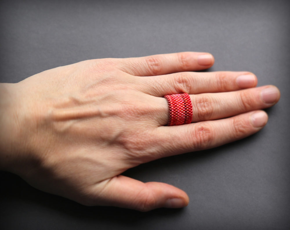 купить красное кольцо на палец