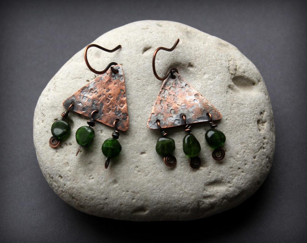 купить серьги с зелеными камнями
