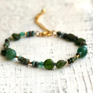 купить браслет с зелеными камнями