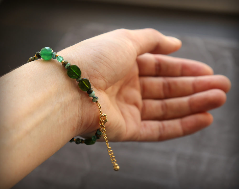 женские браслеты из натуральных камней