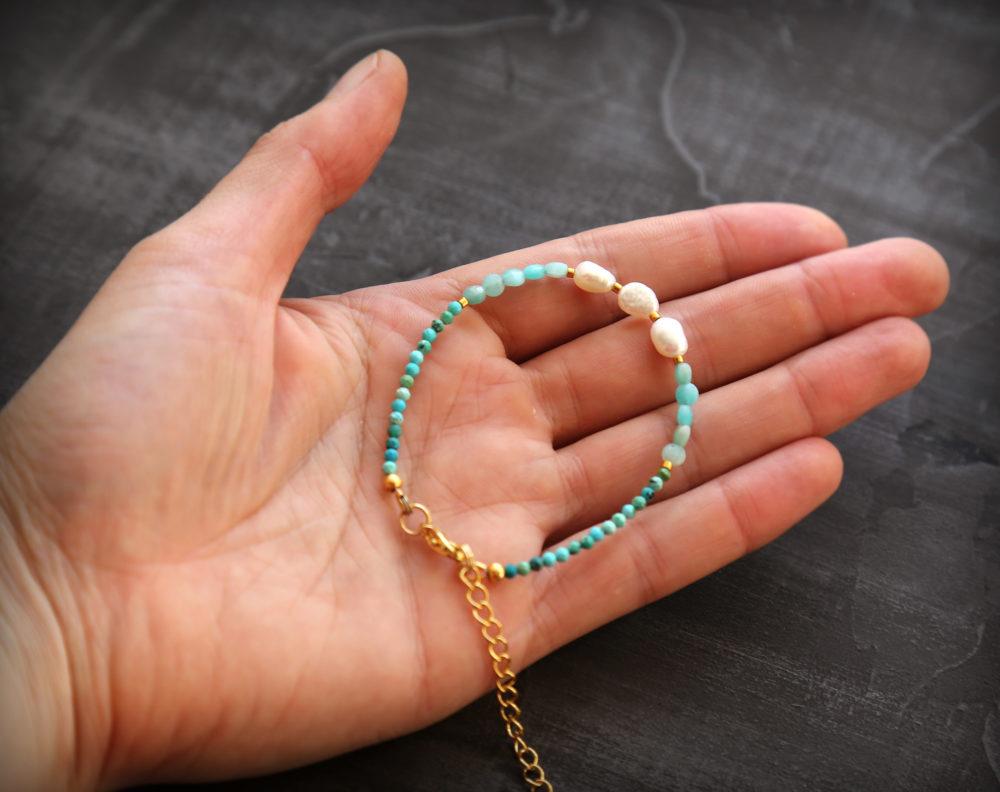модные браслеты из камней