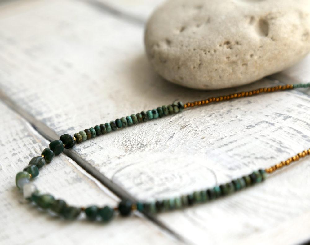ожерелье с зелеными камнями